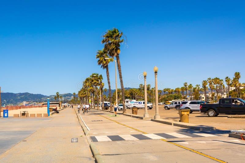 圣莫尼卡海滩,海边散步 库存图片