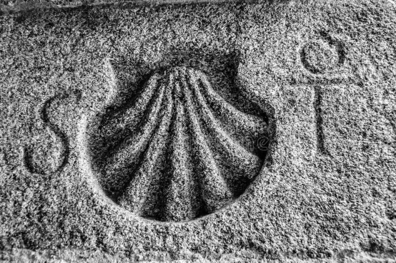 圣詹姆斯在石头雕刻的方式标志 库存图片