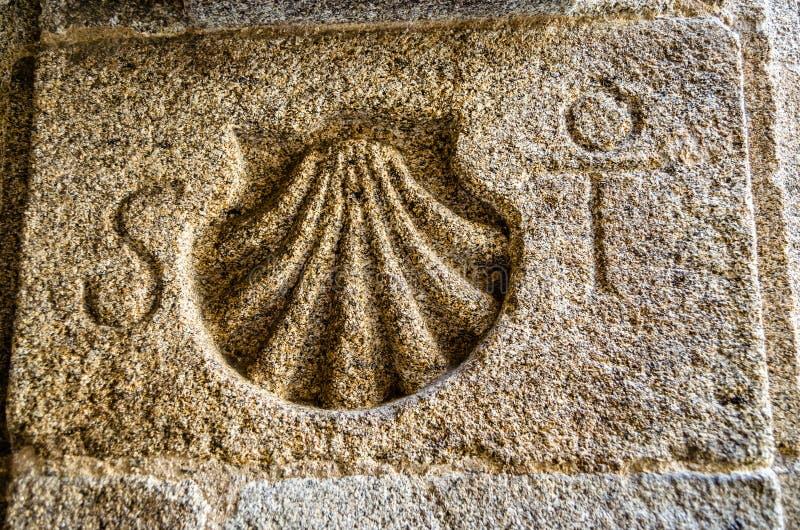 圣詹姆斯在石头雕刻的方式标志 免版税库存图片