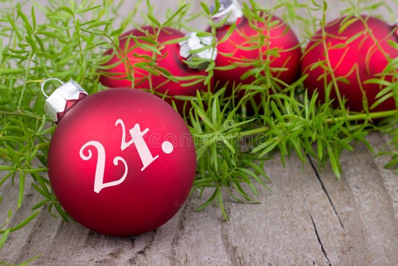 圣诞前夕礼品节假日许多装饰品 库存图片