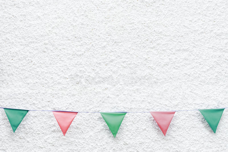 圣诞快乐党下垂垂悬在x ` mas前夕假日事件的白色墙壁背景的旗布 最小的行家样式设计 免版税库存图片