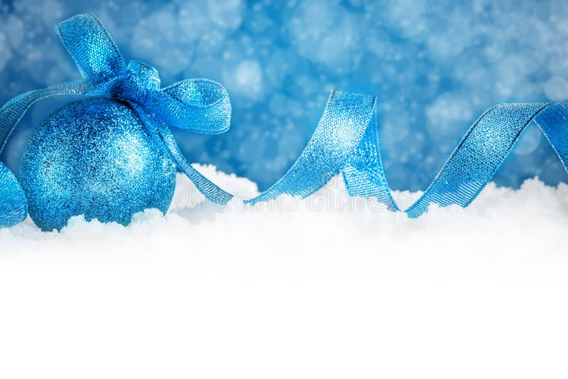 圣诞快乐和新年好 与新年装饰的新年` s背景 新年` s卡片 背景与 免版税图库摄影