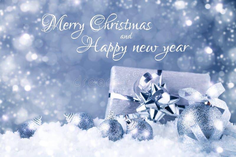 圣诞快乐和新年好 与新年装饰的新年` s背景 新年` s卡片 库存图片