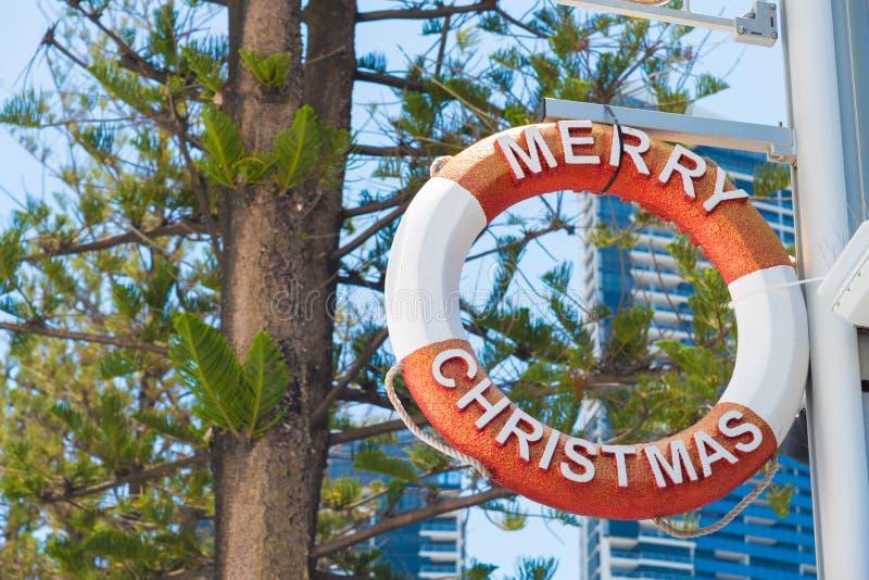 圣诞快乐在冲浪者天堂,澳大利亚的救生圈装饰 库存照片