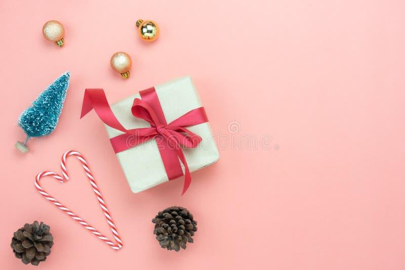 圣诞快乐装饰&新年快乐装饰品概念台式视图  库存照片