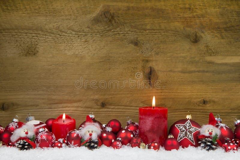 圣诞快乐:在红色和白色w的经典圣诞节装饰 免版税库存图片