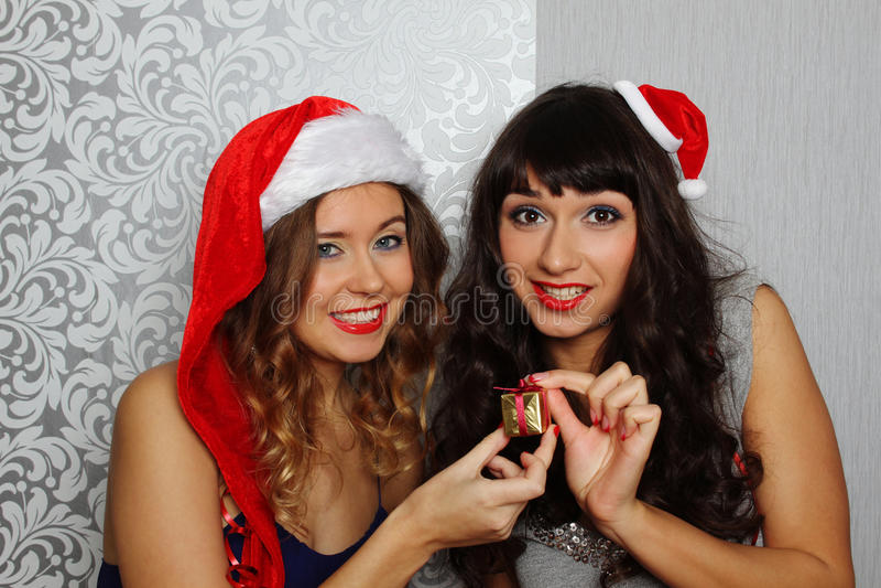 圣诞晚会的女朋友 免版税图库摄影