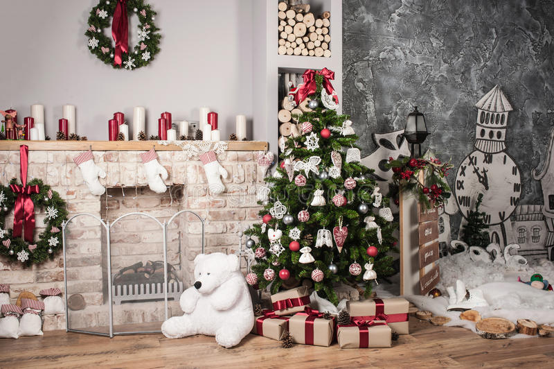 Download 圣诞树和壁炉 库存图片. 图片 包括有 礼品, 欢乐, 里面, 家庭, 设计, 棚车, 安排, 任何地方 - 63523735