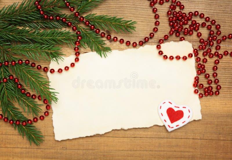 圣诞树和装饰在木头 免版税库存照片