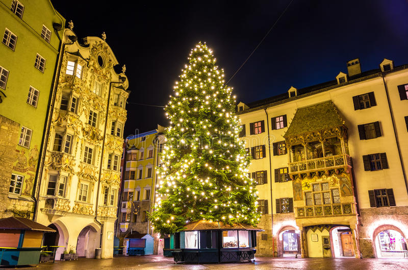 圣诞树在因斯布鲁克的市中心 库存照片