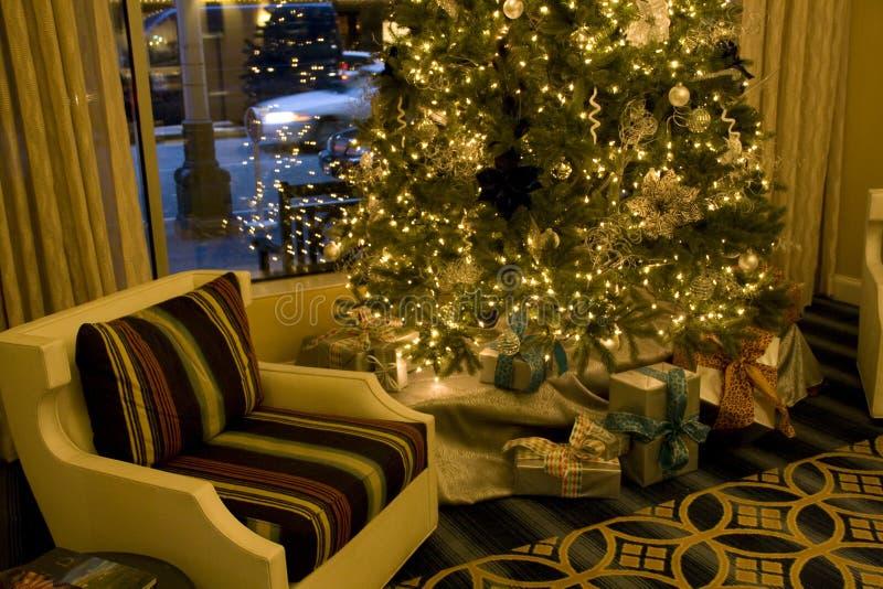 圣诞树在客厅 免版税库存图片