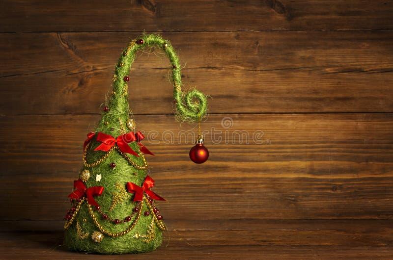 圣诞树摘要装饰,难看的东西木背景 图库摄影