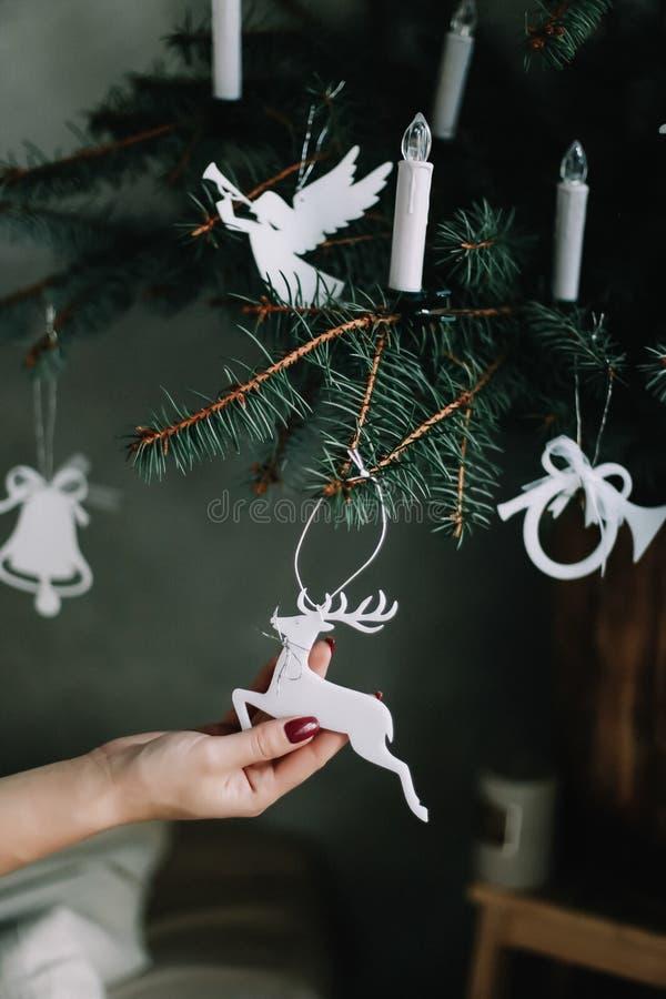 圣诞树玩具 圣诞节装饰生态学木 杉树玩具 免版税库存照片