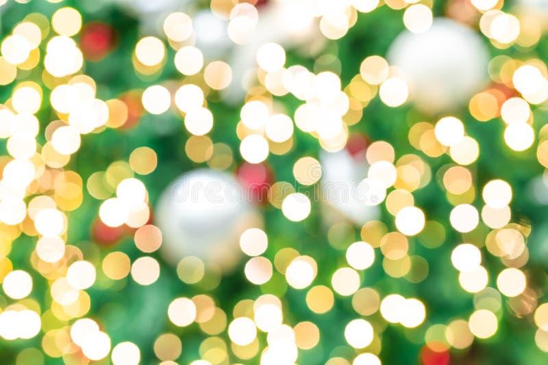 圣诞树被弄脏的红色,绿色和金bokeh背景  另外的背景格式xmas 圣诞节和新年快乐假日背景 库存图片