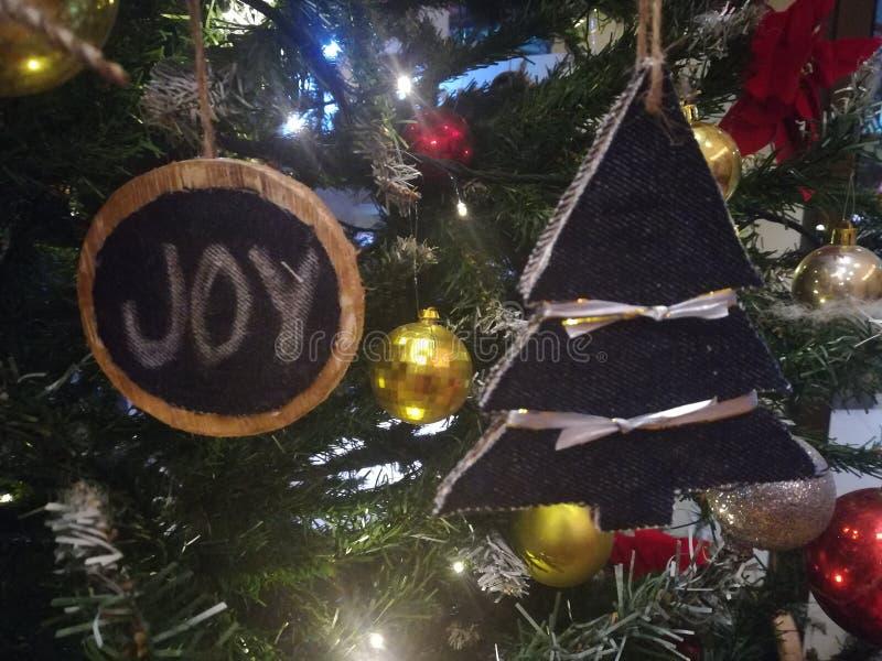 圣诞树装饰品和球 库存照片