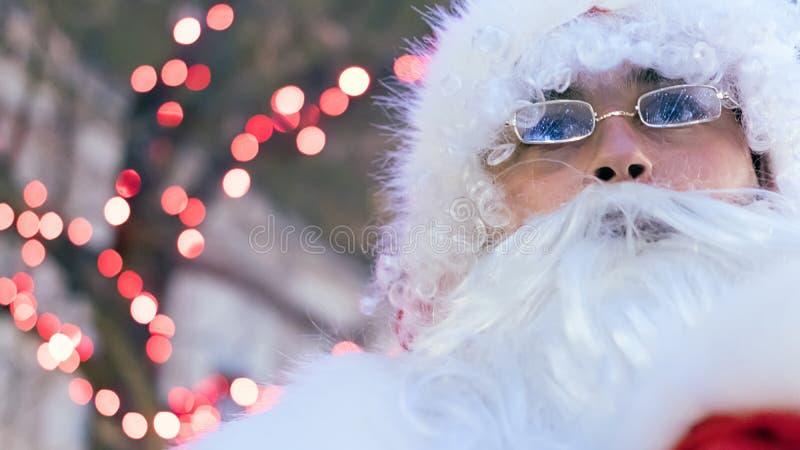 圣诞老人不可思议的圣诞灯在夜 图库摄影