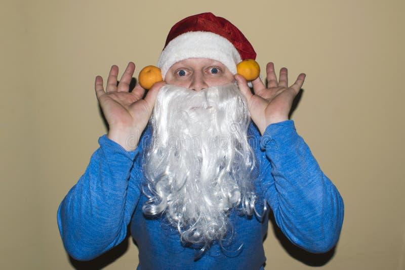 圣诞老人和很多两普通话在他们的手上 图库摄影