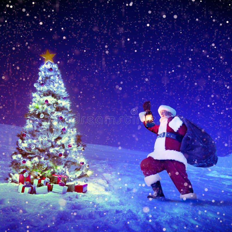 圣诞老人圣诞树礼物圣诞节概念 库存图片