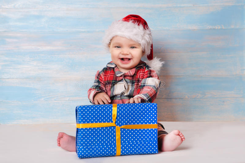 圣诞老人帽子的圣诞节婴孩 库存照片