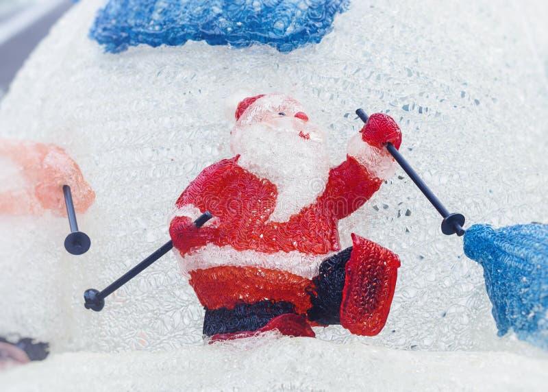 圣诞老人戏剧滑雪圣诞节玩偶装饰假日节日 库存照片