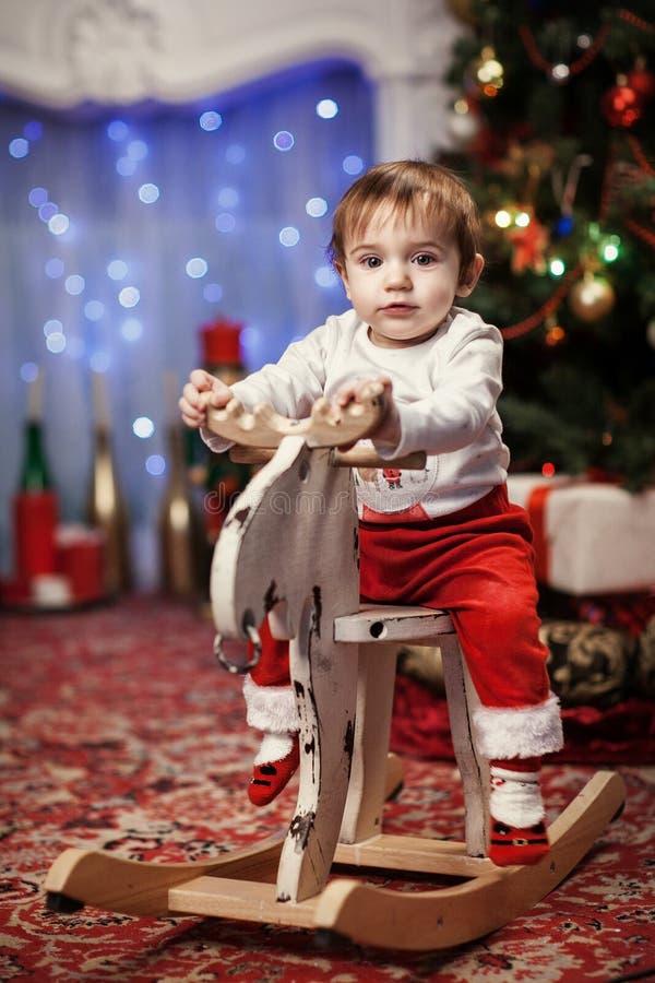 圣诞老人服装的小男孩 免版税图库摄影