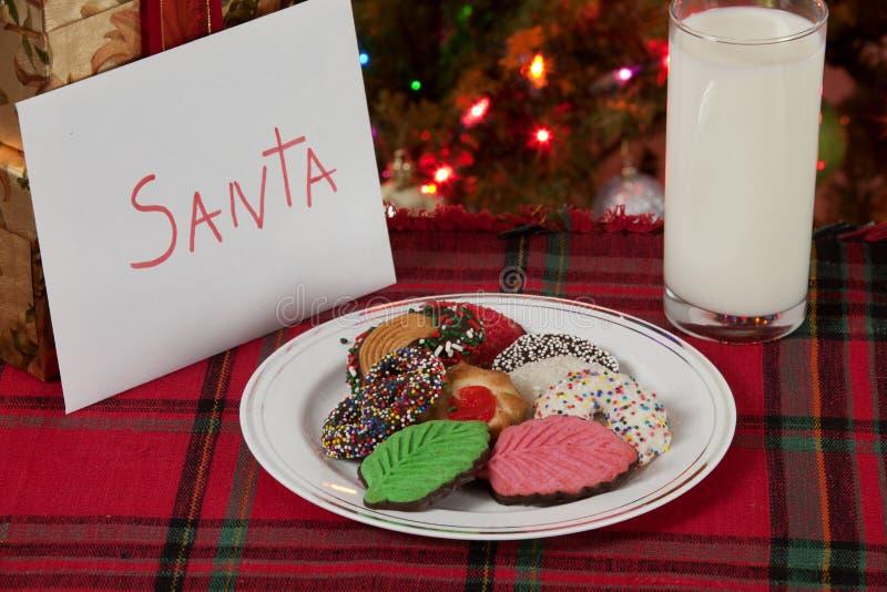 圣诞老人的曲奇饼和牛奶 库存照片