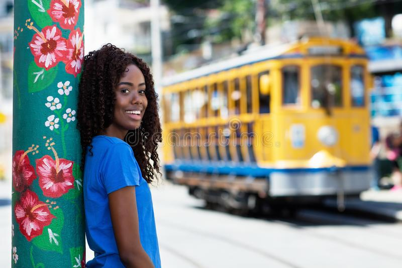 圣诞老人的特里萨美丽的巴西妇女在里约热内卢 免版税库存照片