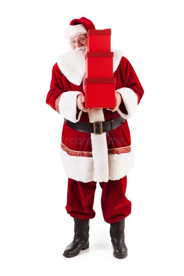 圣诞老人项目在堆礼物附近偷看 免版税库存图片
