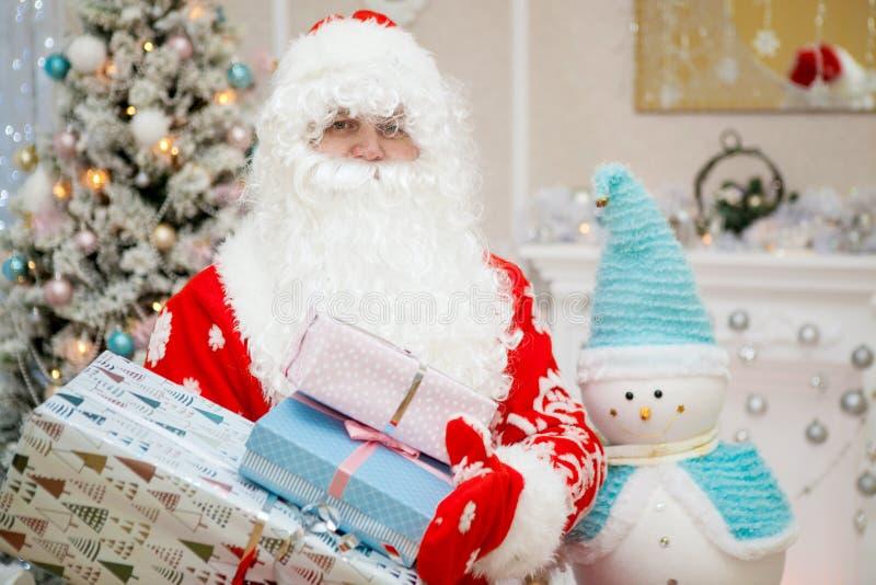 圣诞老人项目画象与一个白色胡须特写镜头的 库存图片