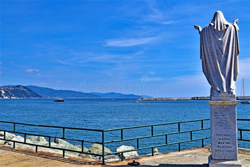 圣诞老人马尔盖里塔雕象在圣诞老人马尔盖里塔的,热那亚,利古里亚,意大利 免版税库存照片