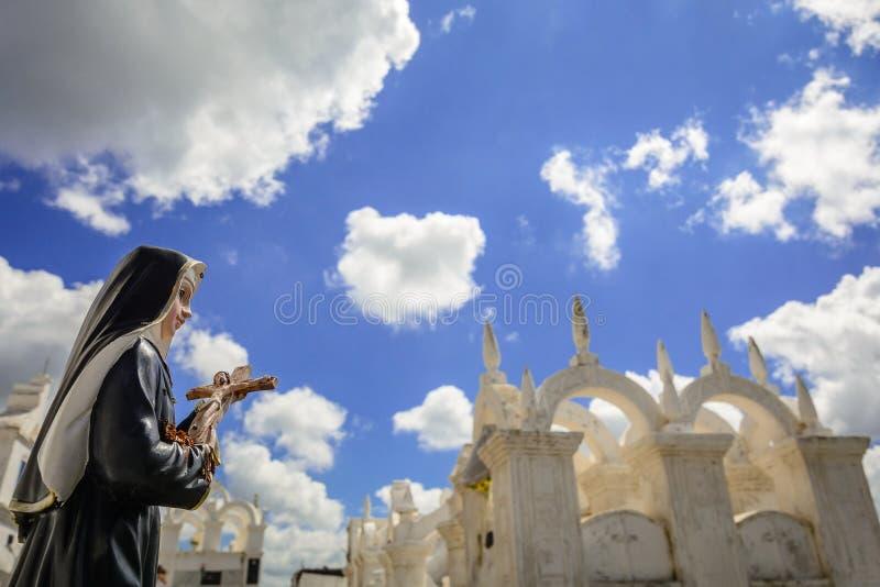 圣诞老人-拜占庭式的公墓 库存照片