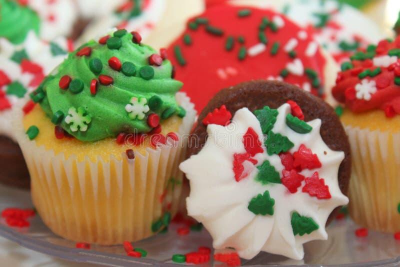圣诞节、果仁巧克力和杯形蛋糕 库存图片