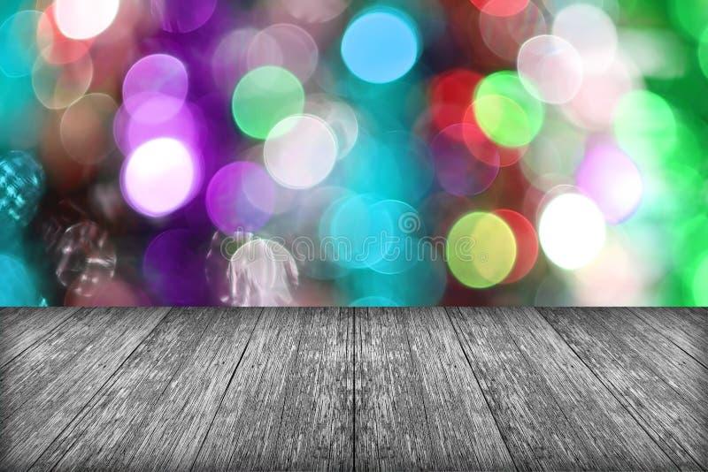 圣诞节与空的木甲板桌的假日背景在w 图库摄影