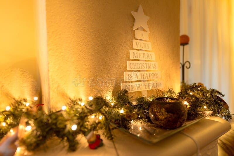 圣诞节与蜡烛光和装饰品的装饰背景 库存图片