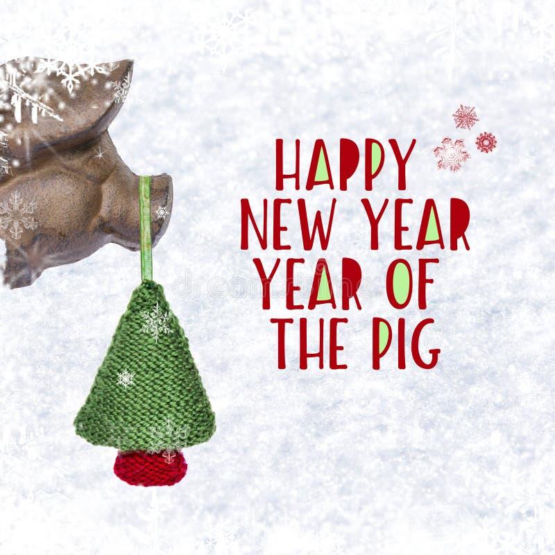 圣诞节中看不中用的物品-滑稽的猪头和被编织的圣诞树与题字`新年快乐`与雪花在白色背景 向量例证