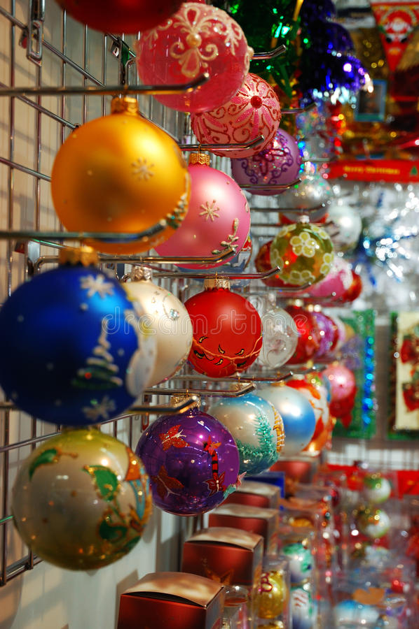 圣诞节五颜六色的装饰行 库存图片