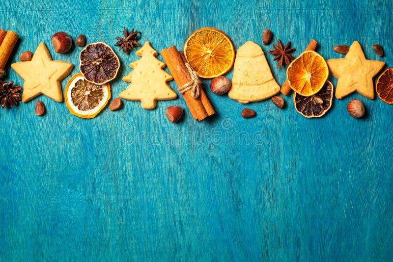 圣诞节假日装饰由家庭做的曲奇饼做和传统 库存图片