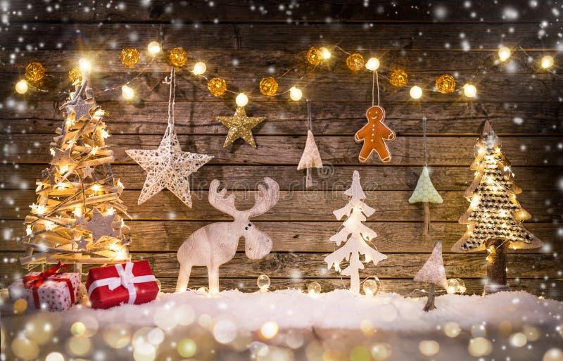 圣诞节制作了在木背景的装饰 库存图片