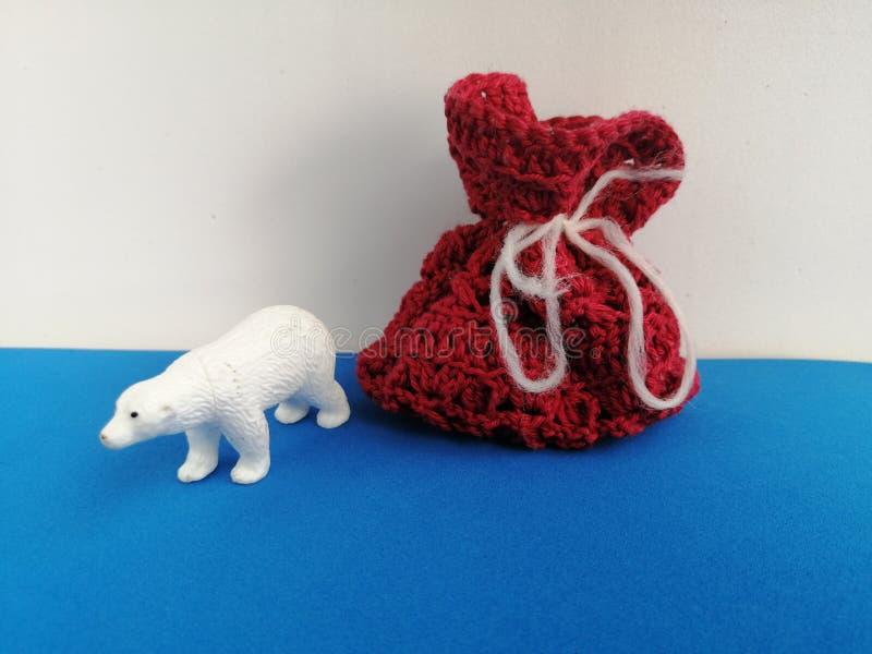 圣诞节北极熊礼物袋子 免版税库存图片
