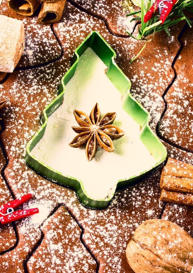 圣诞节和假日姜饼烘烤背景面团, 免版税库存照片