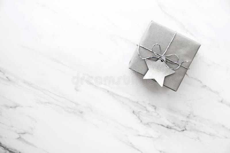 圣诞节和新年假日背景 Xmas贺卡 男孩节假日位置雪冬天 库存照片