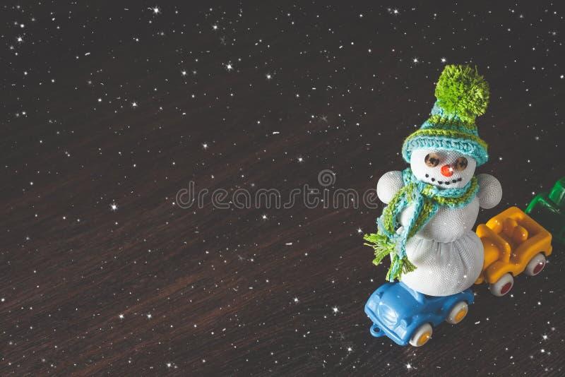 圣诞节和新年雪人和汽车塑造 皇族释放例证