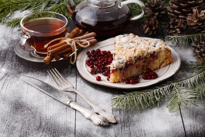 圣诞节在传统装饰中的姜饼蛋糕 库存图片