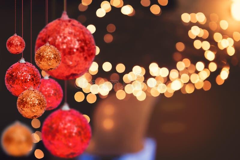 圣诞节在冬天bokeh的假日背景 免版税库存图片