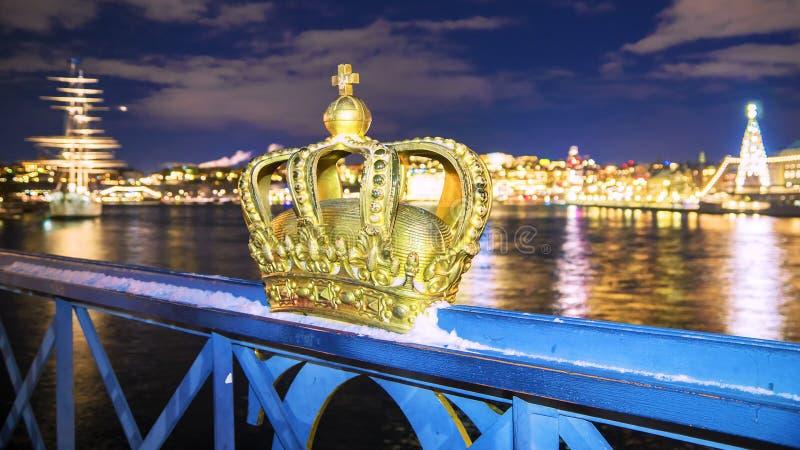 圣诞节在斯德哥尔摩 城市的看法从桥梁Skeppsh的 免版税库存照片