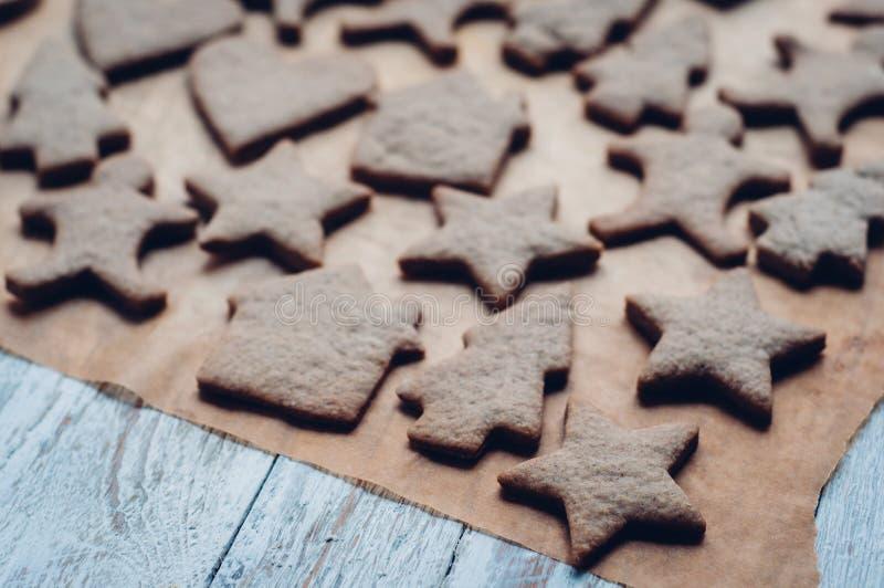 Download 圣诞节在木背景的姜曲奇饼 库存照片. 图片 包括有 圣诞节, 葡萄酒, xmas, 传统, browne - 62533250