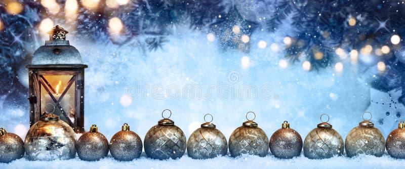 圣诞节在木背景的杉树 免版税库存照片
