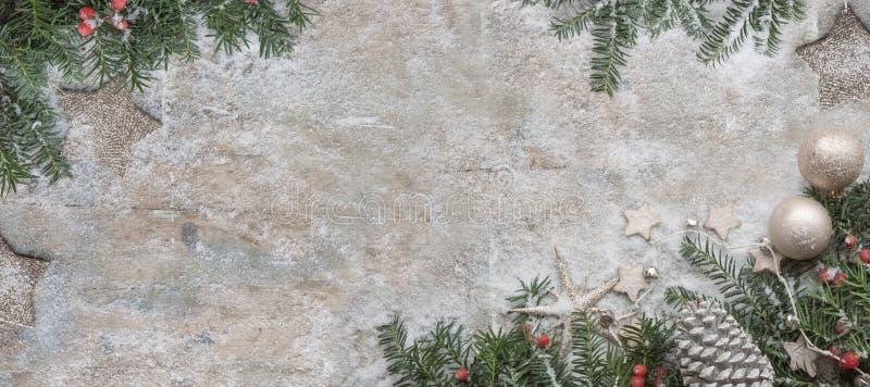 圣诞节在木背景的杉树 免版税图库摄影