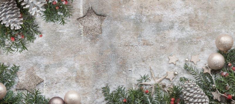 圣诞节在木背景的杉树 图库摄影