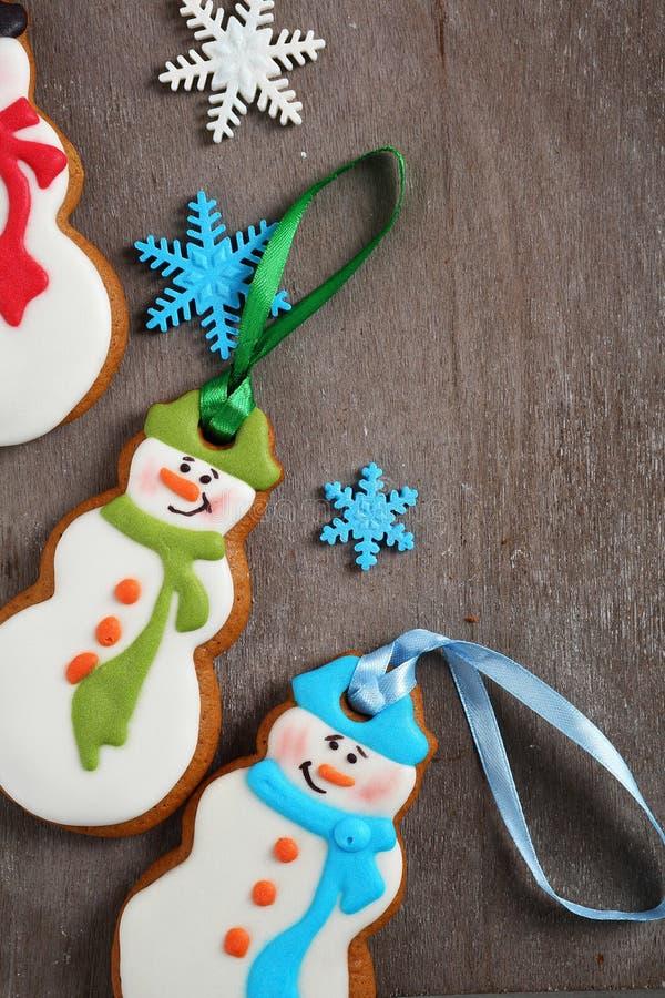 Download 圣诞节在木头的雪人曲奇饼 库存照片. 图片 包括有 可口, 平分, 季节性, xmas, 节假日, 结冰 - 62538776